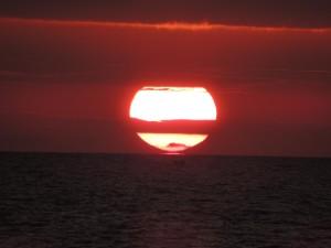 Il Sole tocca l'orizzonte