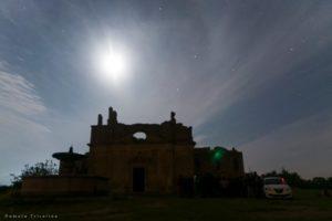 Le rovine di Monterano sotto il cielo stellato.